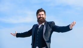 бородатый счастливый человек Зрелый счастливый хипстер с бородой будущий успех Мужская официальная мода счастливый зверский кавка стоковые изображения rf