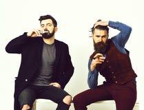 2 бородатых люд, кавказские стильные битники с усиком Стоковая Фотография RF