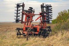 Борона диска Сельскохозяйственная техника для обрабатывать почву стоковое изображение