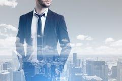 Бородатый бизнесмен и город Стоковое Изображение RF