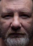 бородатый портрет человека вниманиях стоковые фото