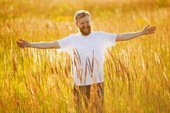 бородатый счастливый человек стоковые фотографии rf