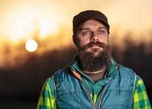 Бородатый фермер на заходе солнца Стоковые Фото