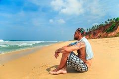 Бородатый человек на пляже Стоковая Фотография