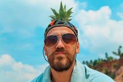 Бородатый человек на пляже Стоковые Изображения RF