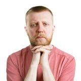 Бородатый человек смотря прямо в камеру стоковое фото