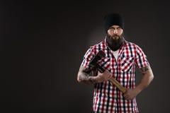 Бородатый человек любит woodcutter Стоковые Изображения