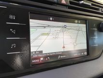 Бортовой навигатор в автомобиле стоковая фотография rf