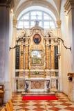 Бортовые алтары в соборе предположения в Дубровнике, Хорватии стоковые фотографии rf