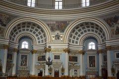Бортовые алтары приходской церкви Santa Maria в Mosta, Мальте стоковая фотография