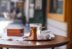 Боснийский комплект coffe заполняя в чашке coffe Стоковое Фото