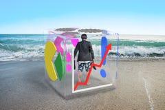 Босоногий бизнесмен при шорты стоя в стеклянном кубе Стоковые Фотографии RF