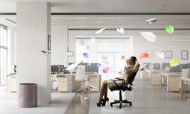 Босс дамы в стуле офиса Мультимедиа Стоковое фото RF