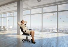 Босс дамы в стуле офиса Мультимедиа Стоковое Изображение RF