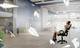 Босс дамы в стуле офиса Мультимедиа Стоковое Фото