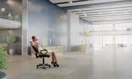 Босс дамы в стуле офиса Мультимедиа Стоковые Изображения RF