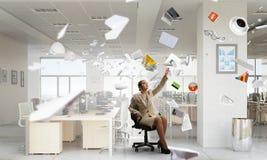 Босс дамы в стуле офиса Мультимедиа Стоковая Фотография
