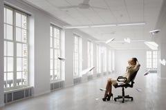 Босс дамы в стуле офиса Мультимедиа Стоковые Фотографии RF