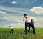 Босс кричащий на малом предпринимателе Стоковые Фотографии RF