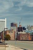 Бостон, МАМЫ, США 25-ое июля 2009: Снятый превращаясь зданий в области портового района Бостона Стоковое фото RF