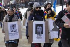 Женский маршировать протестующих Стоковые Изображения
