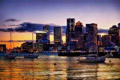 Бостон подпирает взгляд залива на ноче после захода солнца Стоковое фото RF