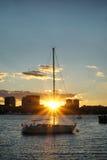 Бостон подпирает взгляд залива на ноче после захода солнца Стоковая Фотография