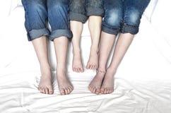 Босые ноги ног семьи стоковые фотографии rf