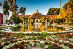 Ботаническое здание и пруд лилии, в парке бальбоа, Стоковые Фотографии RF