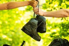 2 ботинка пропуска людей Стоковые Изображения