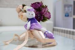 Ботинки балета на таблице стоковое изображение rf
