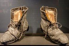 Ботинки бродяги Чарли Чаплина старые на его музее в Vevey, Швейцарии Стоковое Изображение