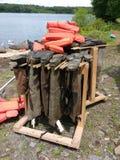 Ботинки вися вверх ногами, тазобедренное хранение Wader, спасательные жилеты, США Стоковые Изображения RF