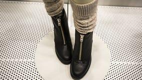 Ботинки высокой пятки металлические черные женские Стоковые Фото