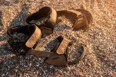 Ботинки в песке стоковое фото
