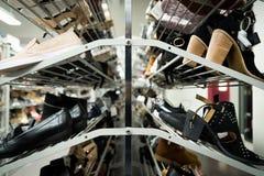 Ботинки женщин на шкафе стоковые изображения rf