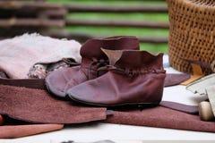 Ботинки зашитые руками стоковые фотографии rf