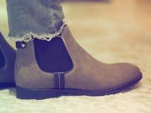 Ботинки зимы женщин Брауна и брюки джинсов стоковое изображение
