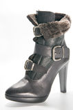 Ботинки зимы женщин с высокими пятками Стоковая Фотография