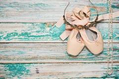Ботинки и аксессуары балета на этапе Стоковые Фотографии RF