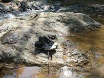 Ботинки и камень Стоковые Фотографии RF