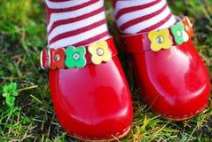 ботинки красного цвета девушки Стоковые Фотографии RF