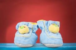 ботинки красного цвета младенца Стоковое Фото