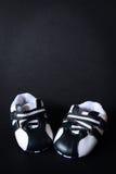 ботинки красного цвета младенца стоковые изображения