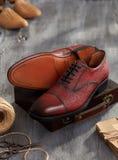 Ботинки людей на древесине Стоковая Фотография RF