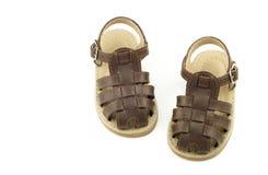 ботинки мальчиков коричневые младенческие кожаные Стоковые Изображения