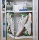 ботинки микстуры шкафа идущие Стоковая Фотография