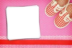 Ботинки младенца и пустые карточки Стоковые Фото