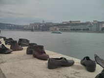 Ботинки на мемориале банка Дунай стоковое изображение