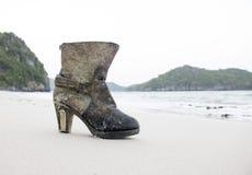 Ботинки на пляже Стоковые Фотографии RF